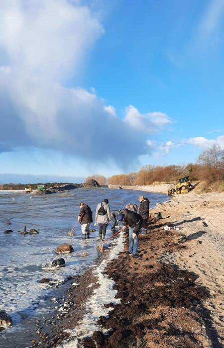 bernsteinfischer strand goehren insel ruegen | Reiseblog Rügen