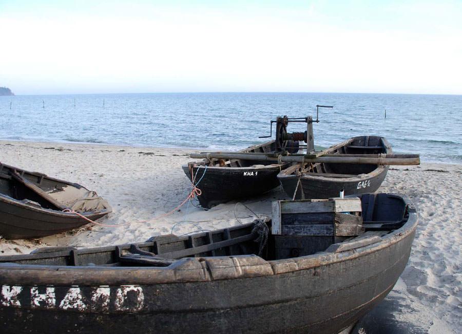 fischerboote am strand goehren ruegen | Reiseblog Rügen