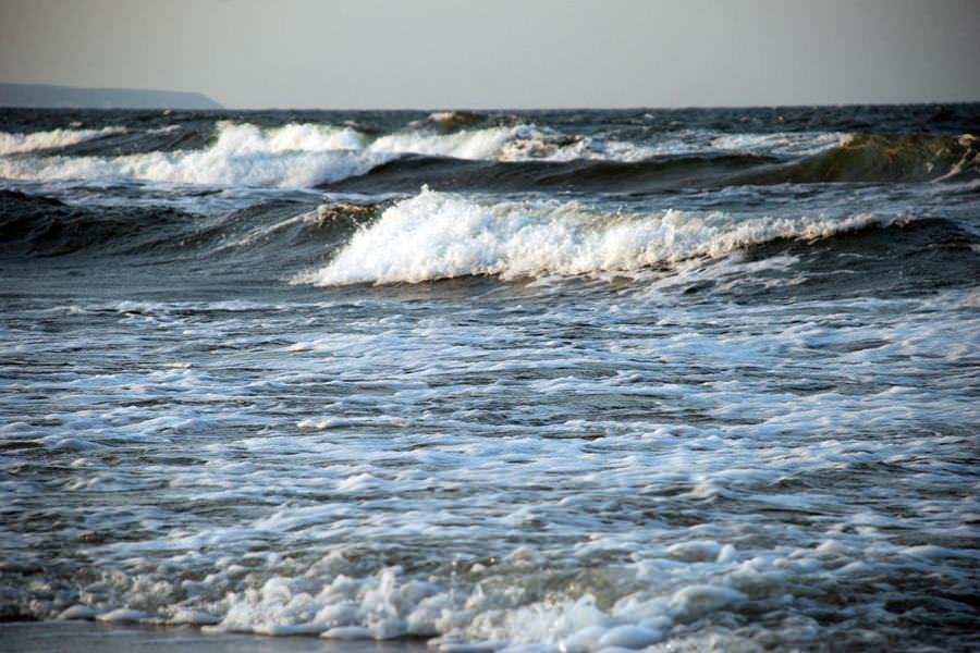 ostsee wellen auf der insel ruegen blog | Reiseblog Rügen