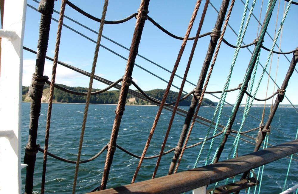 segelschiff vor kreidekueste von ruegen | Reiseblog Rügen